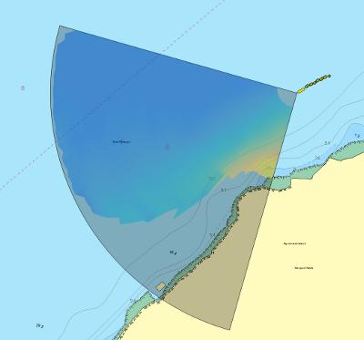 Foroverseende sonarbilde som overlegg på C-MAP kart.